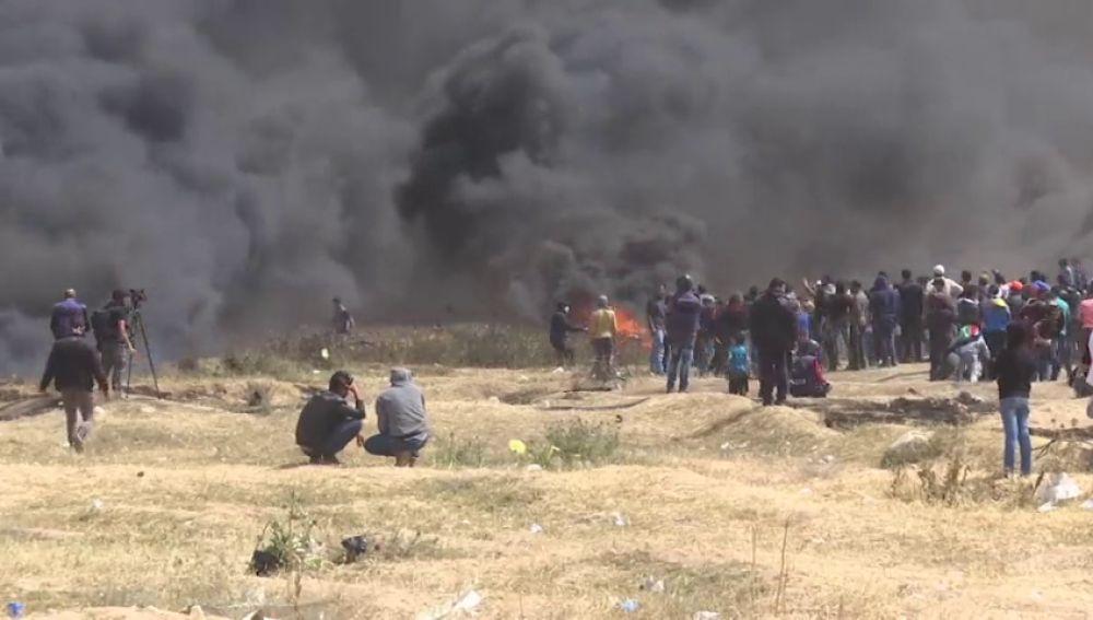 Un muerto y casi 200 heridos en el tercer viernes de protestas en Gaza