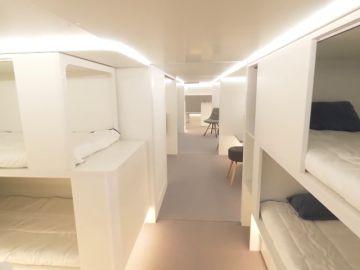Las bodegas de carga de los aviones convertidas en habitaciones con literas