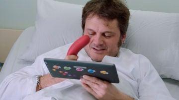 El erótico bollo que esconde Jozé y hace reír al equipo de 'Allí Abajo'