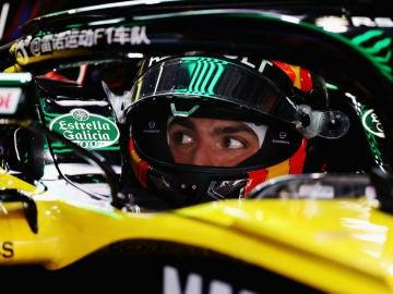Carlos Sainz, en el cockpit de su Renault
