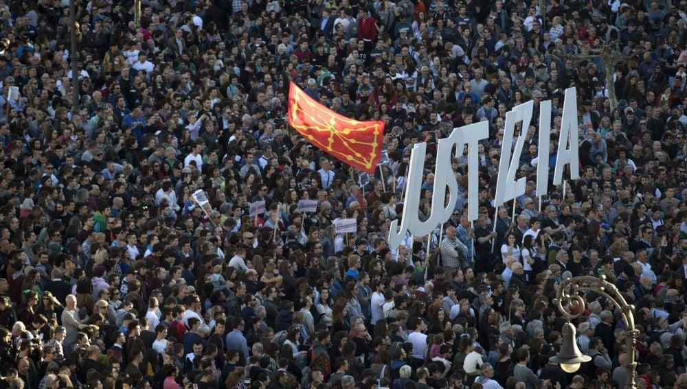 Manifestación en Pamplona en apoyo a los jóvenes que serán juzgados por agredir a dos guardias civiles