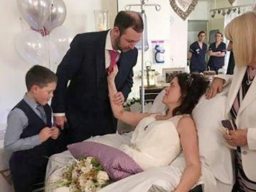 Steven y Tracey en su boda en el hospital