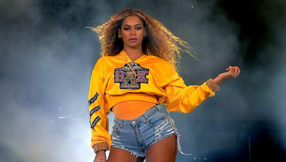 Beyoncé durante su actuación en Coachella 2018