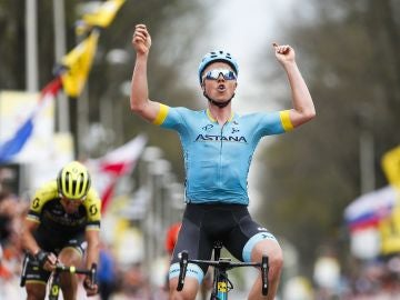 Michael Valgren Andersen celebra su victoria en la Amstel Gold Race