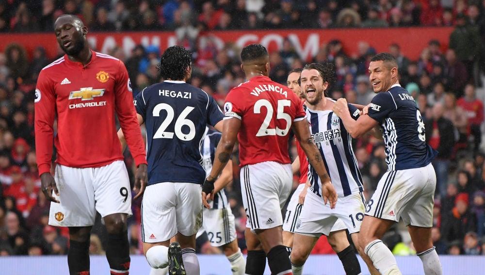 Jay Rodríguez celebra su gol en Old Trafford