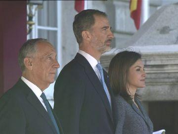 El presidente de Portugal es recibido por los Reyes en el Palacio Real