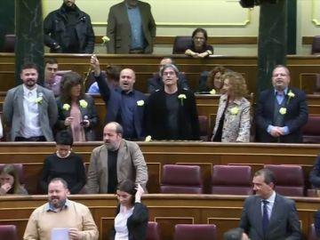 PDeCAT y ERC entonan la canción símbolo de la Revolución de los Claveles para despedir al presidente de Portugal