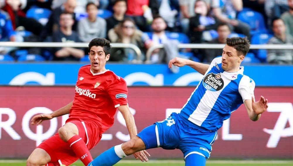 Carlos Fernández centra ante la presión de Schar