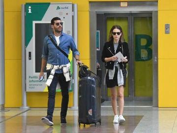 Paula Echevarría y Miguel Torres en la estación de tren