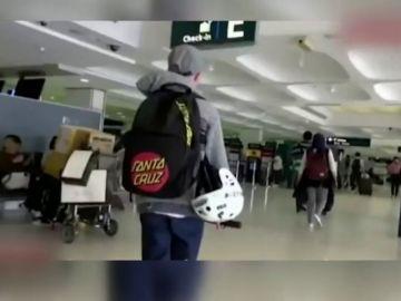 Un niño de doce años se va a Bali tras discutir y robarle la tarjeta de crédito a su madre