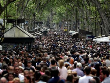 Imagen de archivo de Las Ramblas abarrotadas de gente