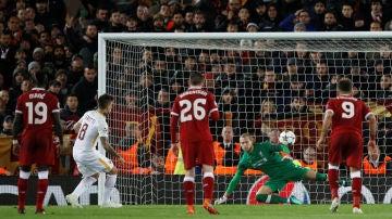 Perotti transforma el penalti del 5-2 ante Karius