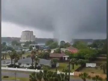 El paso de un tornado en el noroeste de Florida