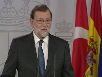 """Rajoy avanza que el Gobierno estudiará """"acciones legales"""" ante la delegación de voto de Comín"""