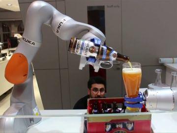 Robots que cortan el césped, limpian los cristales y la barbacoa