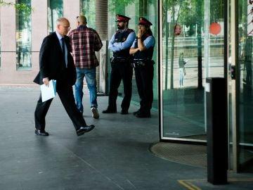 El exdirector general de UNIPOST, Pau Raventós, llega a la Ciutat de la Justicia
