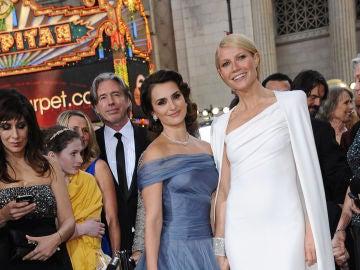 Penélope Cruz y Gwyneth Paltrow en los Oscar 2012