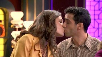 María e Ignacio se comen a besos en el King's