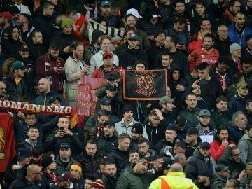 Aficionados de la Roma en Anfield