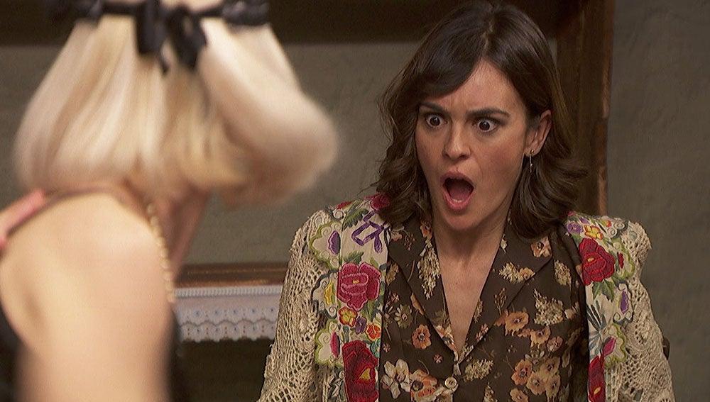 """El charlestón enfurece a Gracia: """"¿Es necesario bailar así de arrimados, Hipólito?"""