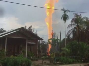 11 Muertos y 40 heridos por un incendio en un pozo petrolífero en Indonesia