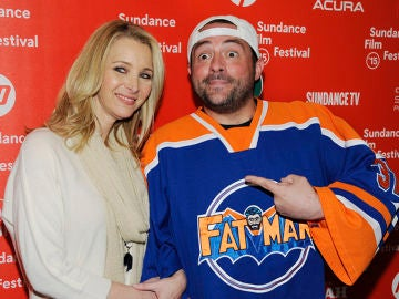 Kevin Smith junto a Lisa Kudrow