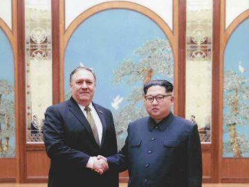 Mike Pompeo, y el líder norcoreano, Kim Jong-un, el marzo pasado en Corea del Norte