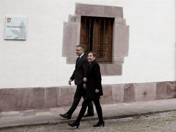 La presidenta de Navarra, Uxue Barkos, y el lehendakari, Iñigo Urkullu