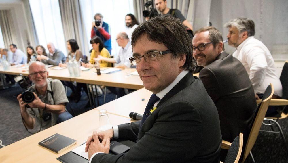 Noticias Antena 3 Fin de semana (05-05-18) JxCat propone investir a Puigdemont antes del 14 de mayo