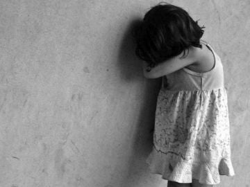 Imagen de archivo de una niña maltratada