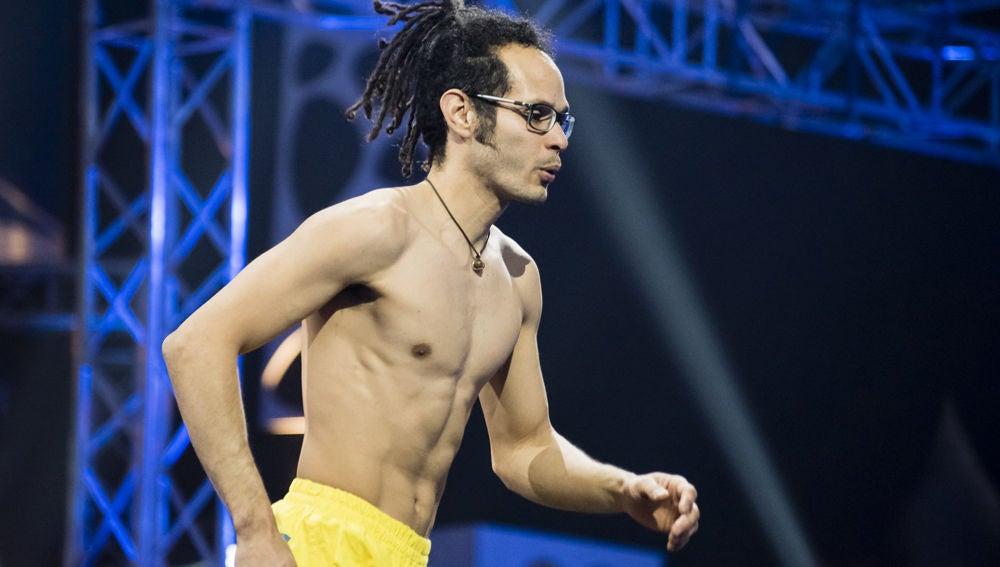 El sabor latino lleva a Carlos Catari hasta lo más alto de 'Ninja Warrior'