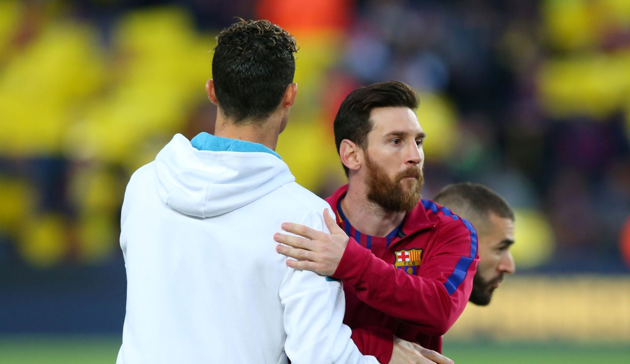 Cristiano y Messi se saludan en en inicio