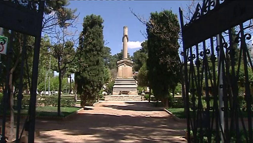Un monumento franquista tiene entre la espada y la pared al alcalde de Villarobledo