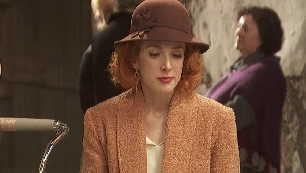 Irene, triste y preocupada por la actitud de Severo