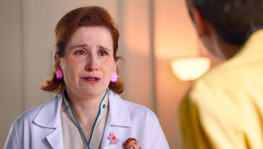 Dolores confiesa ser el topo y Carmen, dolida, se plantea despedirla
