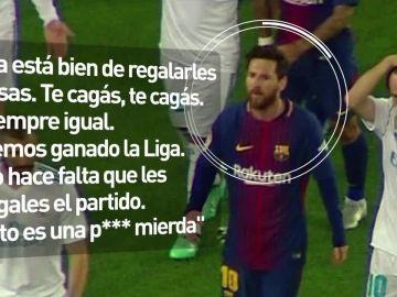 La protesta de Messi al árbitro en el descanso del Clásico