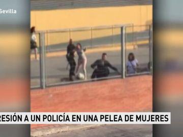 Agresión a un policía que medió en una pelea de mujeres