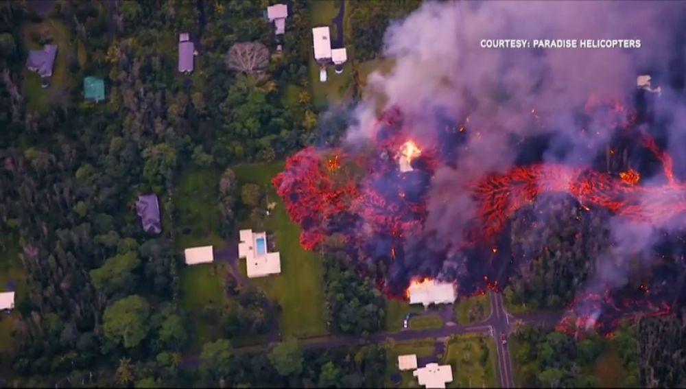 Más de 2.000 evacuados y una veintena de casas destruidas tras la erupción del volcán Kilauea