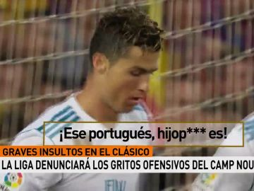 Cristiano Ronaldo recibe los insultos del Camp Nou durante el Clásico