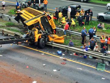 Imagen del estado en el que quedó el autobús escolar tras el choque