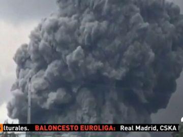 El volcán Kiluaea continúa activo y lanza cenizas de 9 mil metros