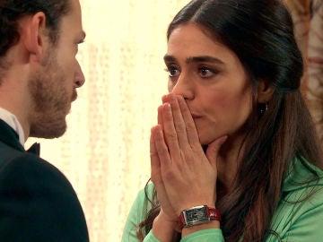 Vicky le confiesa a Javier el secreto que lo cambiará todo