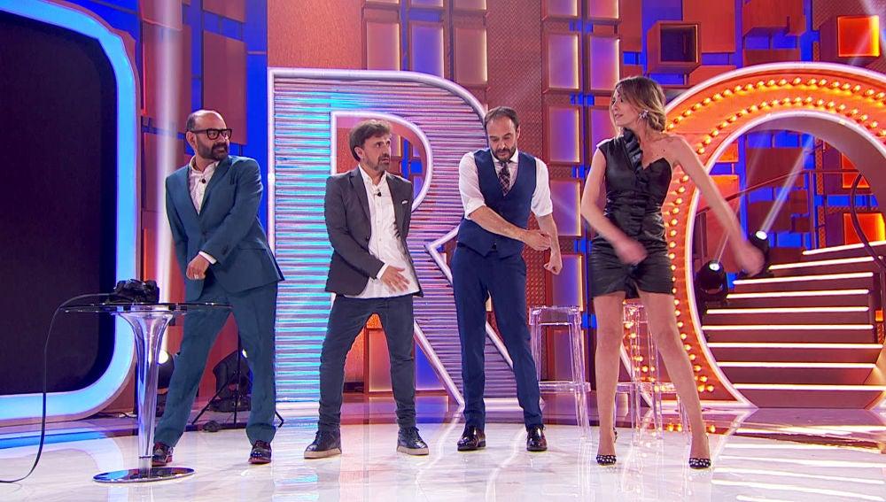 Anna Simon, Jose Corbacho, Roberto Vilar y José Mota bailan el 'Swish, Swish' en 'La noche de Rober'