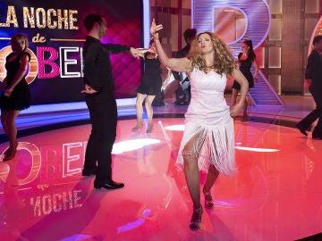Silvia Abril se cuela en el plató de 'La noche de Rober' como la doble de Lolita Flores