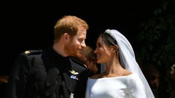 El primer beso de Meghan Markle y el príncipe Harry como marido y mujer