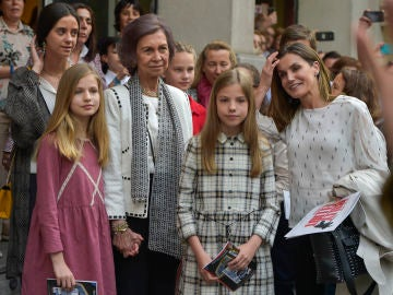 La reina Letizia junto a las mujeres de la Familia Real