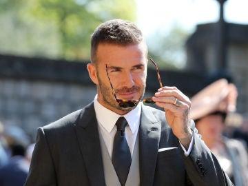 David Beckham nos conquista con su mirada arrebatadora en la boda de Meghan Markle y el príncipe Harry