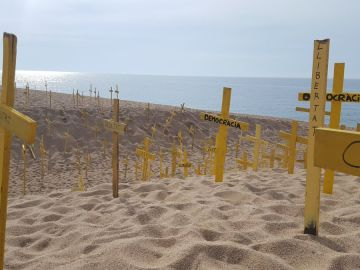 Cruces en la playa de Canet de Mar