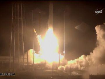 El cohete Orbital ATK despega para reponer material en la Estación Internacional
