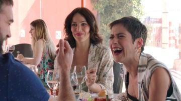 Complicidad de Iñaki y Carmen ante la triste mirada de Gotzone
